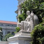 Washington National Archives streetlight and sculpture 2013 — Stock Photo #62711991