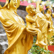 Golden Buddha statues along the stairs leading to the Ten Thousa — Stock Photo #70629505