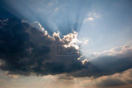 乌云背后有阳光
