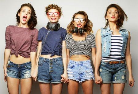 四个时尚性感时髦女孩最好的朋友