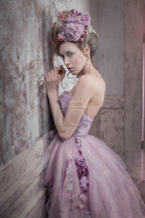 穿着紫色衣服的女孩