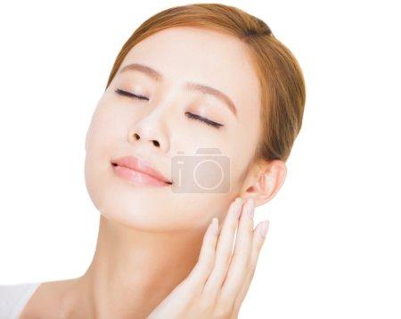 近看美丽的年轻亚洲女人的脸_高清图片_邑石网