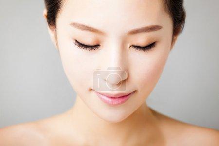 特写年轻美丽的女人的脸 _高清图片_邑石网