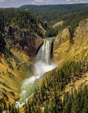 黄石 Np 的瀑布