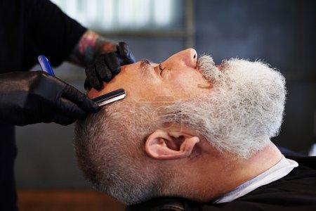高级胡子的男子,在理发店的肖像_高清图片_邑石网