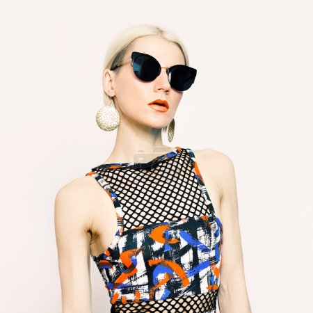 Beautiful lady in fashionable sunglasses. trend of the season