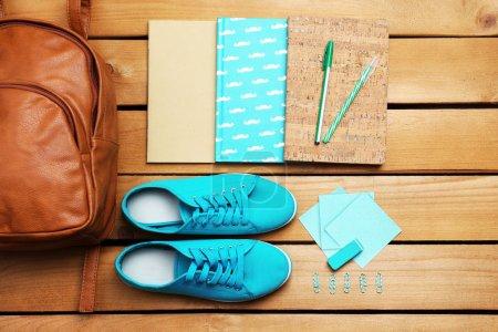 学校设置了背包,鞋子和用品