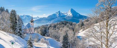 与教会,巴伐利亚,德国巴伐利亚阿尔卑斯山冬季景观