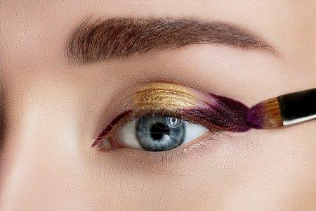与美丽的妆容的女人眼_高清图片_邑石网