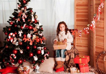 在圣诞前夜的小女孩_高清图片_邑石网