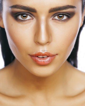 完美的美丽真正黑发女人