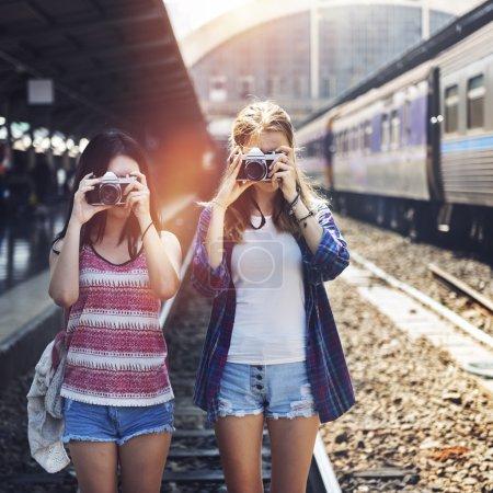 复古相机上拍摄的女孩