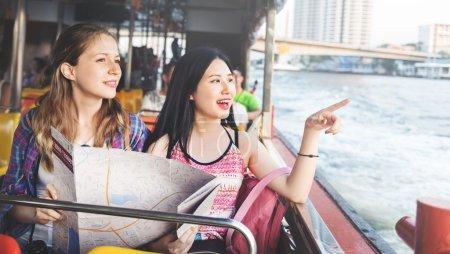 女孩旅行冒险