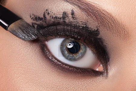 黑眼睛的化妆._高清图片_邑石网