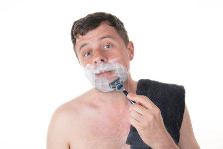 在早上浴室剃胡子的男人_高清图片_邑石网