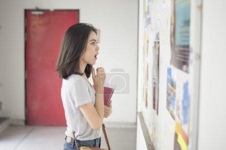 一名女大学生是令人兴奋与考试报告