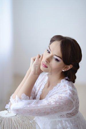 美丽的女人,在白色的蕾丝内衣_高清图片_邑石网