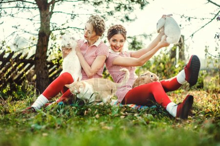 双胞胎姐妹在度假_高清图片_邑石网